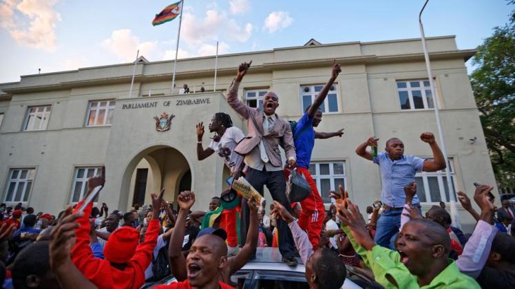 Zimbabwe_celebrate